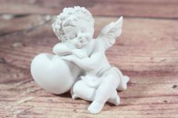 Anjelik opretý o srdiečko - biely 1. (v. 6 cm)