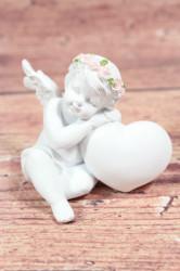 Anjelik opretý o srdiečko (v. 7,5 cm) 1.