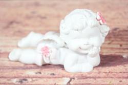 Anjelik s kvietkom vo vlasoch ( v. 6 cm)