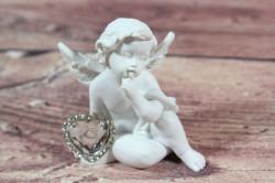 Anjelik so strieborným srdiečkom v ruke 2. (v. 8 cm)