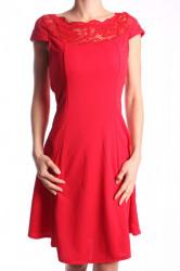 Dámske elastické šaty s krajkou - červené D3