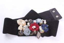 Dámsky gumený opasok s kvietkami a korálkami - čierny (š. 6 cm)