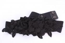 Dámsky gumený opasok (ZSP-17981) ozdobený s kvietkami - čierny (š. 4,8 cm)