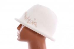 Dámsky klobúčik s korálkami - maslový