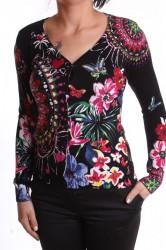 Dámsky sveter vzorovaný s flitrami a s motýľmi - čierny D3