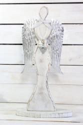 Drevený anjel so striebornými krídlami a srdiečkom v ruke (v. 47 cm) - biely