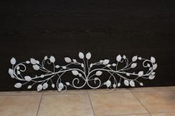Kovová dekorácia s motívom - biela (113x30 cm)