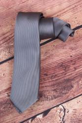 Pánska kravata s jemnými pásikmi (š. 7 cm) - sivá