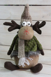 Plyšový sob v zelenom zimnom oblečení (v. 29 cm)