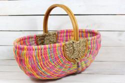 Prútený košík s úchytkou - farebný (48x38x30 cm)
