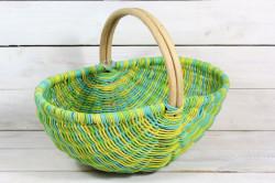 Prútený košík s úchytkou - zeleno-žltý (38x32x24,5 cm)