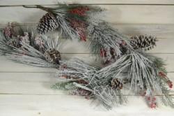 Umelá zasnežená girlanda s bobuľami a šiškami (dĺ. 140 cm)