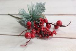 Umelá zasnežená vetvička s červenými bobuľami a šiškou (v. 22 cm)