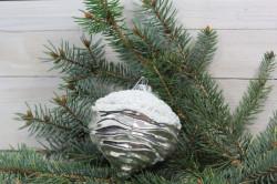 Vianočná guľa - strieborno-biela (p. 10,5 cm)