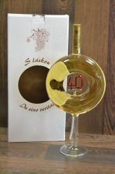 Víno biele na stopke