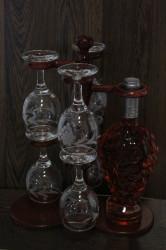 Vínový set na stojane (fľaša ružového vína+6 pohárov) v darčekovom balení