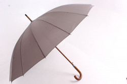 Vystreľovací vetruodolný dáždnik