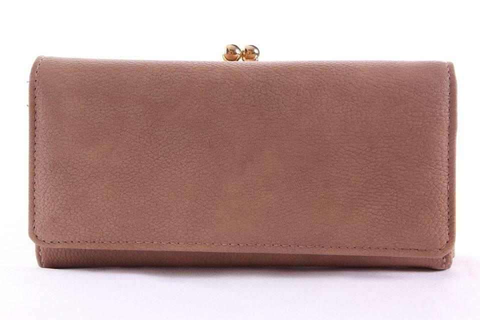 d3f560fef6 Dámska peňaženka so zlatým zapínaním - bledohnedá (19x9