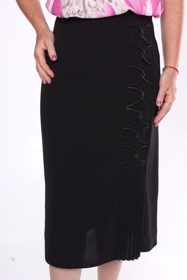 028ca901123c Dámska sukňa so saténovou ozdobou - čierna - Moderné sukne - Locca.sk