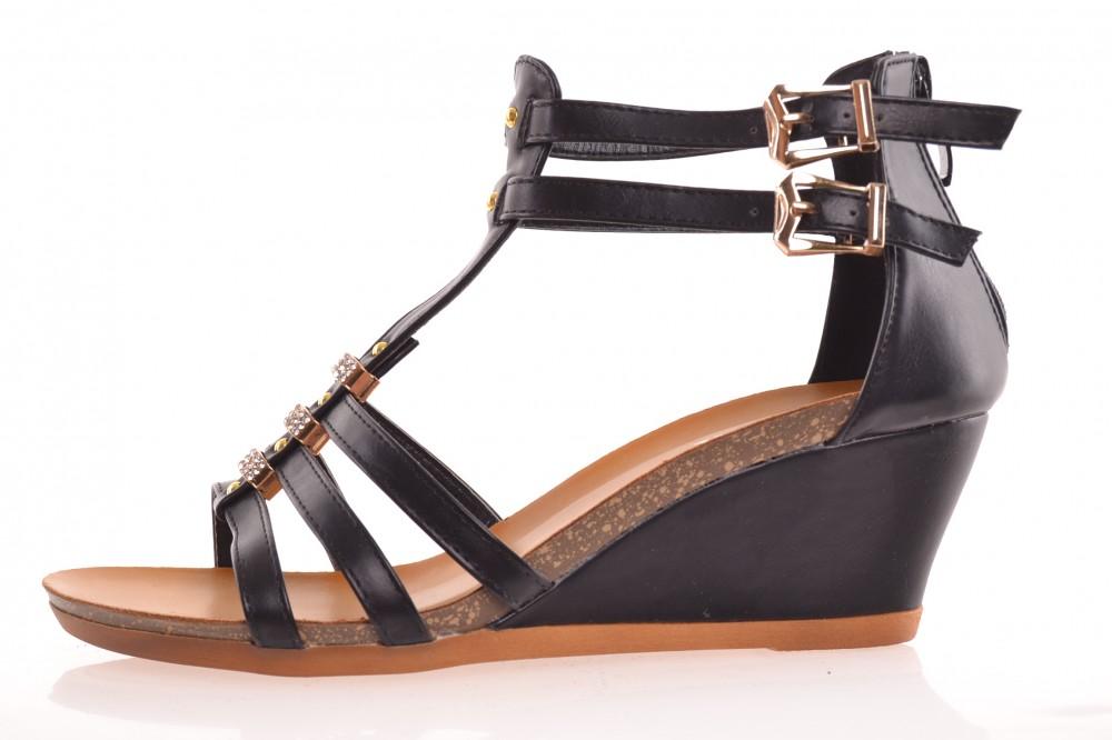 7a8cd561be1d Dámske sandále s kamienkami - čierne - Dámske šľapky - Locca.sk