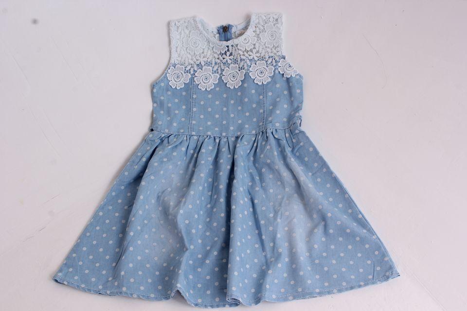 3d30cec97698 Dievčenské rifľové šaty s krajkou - Detské šaty s krátkym rukávom ...