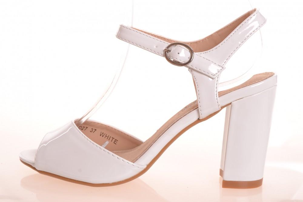 Lesklé dámske letné sandále na opätku (v. 9 cm) - biele (WD27 ... f83e32943ec