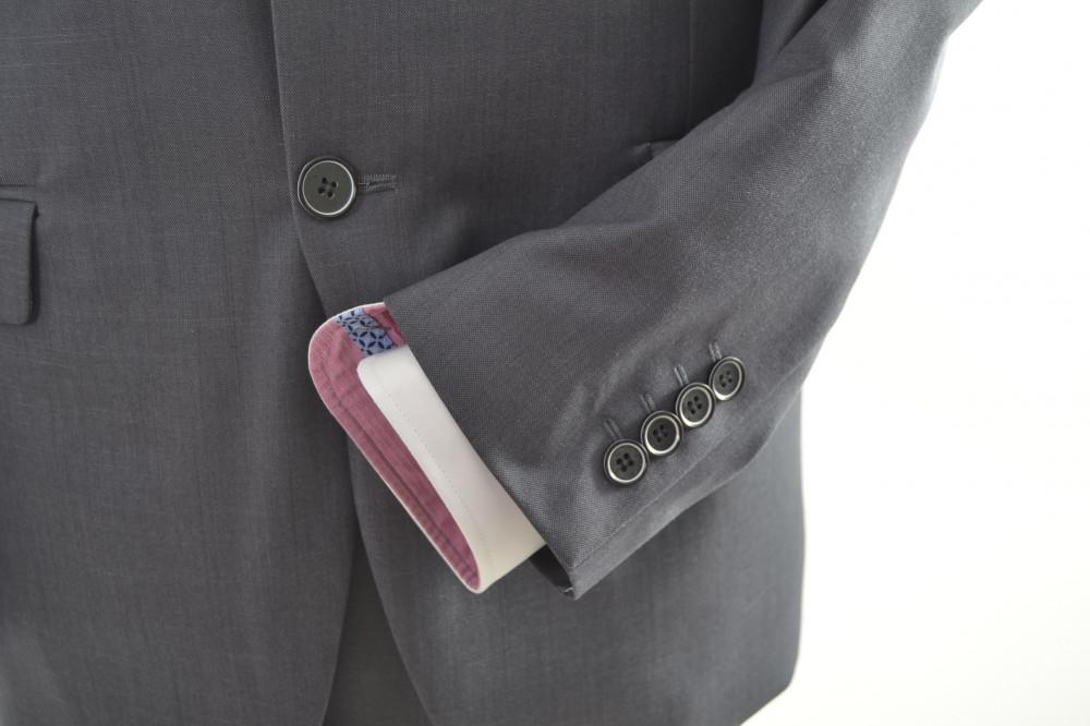ab54cb07d4 Oblek sivý s bledosivým lemom v. 182 cm P10 - Pánske obleky - Locca.sk