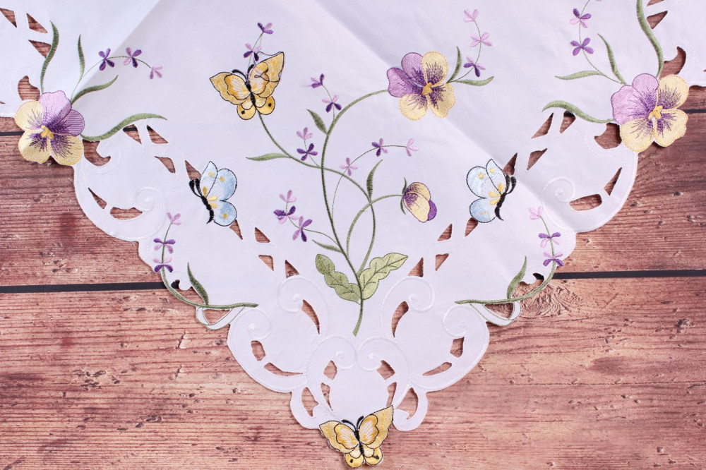 Obrus vyšívaný FIALKA - fialovo-biely (85x85 cm)