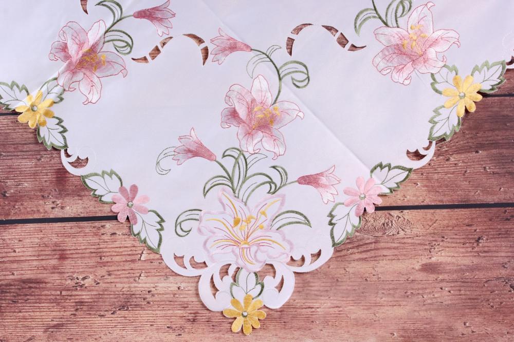 Obrus vyšívaný ĽALIE - ružovo-biely (85x85 cm)