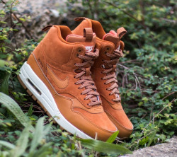 NIKE WMNS AIR MAX 1 MID SNEACKERBOOT TAWNY SAIL GUM MED BROWN #1