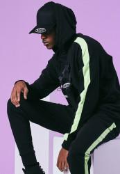 Pánska mikina URBAN CLASSICS Neon Striped Hoody black/electriclime