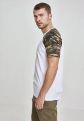 Pánske tričko URBAN CLASSICS RAGLAN CONTRAST TEE wht/woodcamo #1