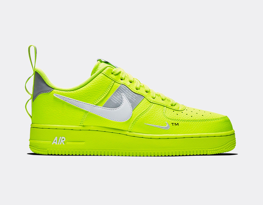 Pánske nízke tenisky Nike Air Force 1 07 LV8 Utility Volt White ... baa0d20be68