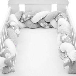 Ochranný mantinel do postieľky vrkoč New Baby Minka a Obláčik sivý multicolor