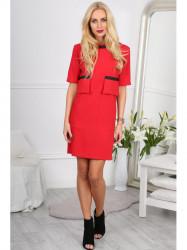 Červené šaty s ozdobnými vreckami