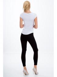 Čierné jeansy s dierami na kolenách