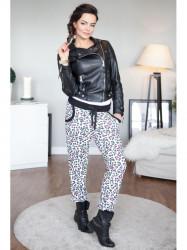 Čierné nohavice s farebnými vzormi