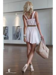 Voľné, svetloružové šaty