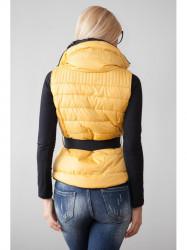 Žltá, prešívaná vesta