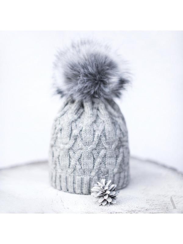 c23bbaa4f Sivá dámska čiapka Queen - Dámske čiapky - Locca.sk