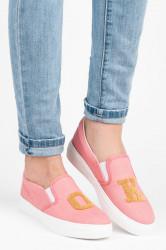 Bombastické ružové džínsové tenisky s nápisom OK