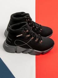 Jedinečné  Členkové topánky dámske čierne bez podpätku