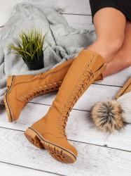 Komfortné hnedé dámske  čižmy na plochom podpätku