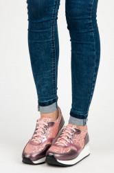 Luxusné ružové tenisky s lesklými detailmi a šnurovaním
