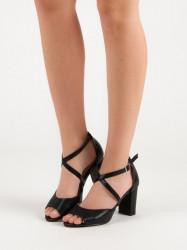 Módne čierne  sandále dámske na širokom podpätku