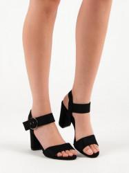 Praktické dámske čierne  sandále na širokom podpätku
