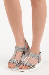 Romantické trblietavé sandále v striebornej farbe