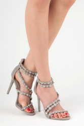 Šedé páskové sandále zdobené cvočkami