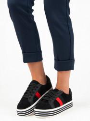 Trendy čierne tenisky na platforme