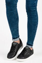 Trendy čierne tenisky s viazaním na šnúrky